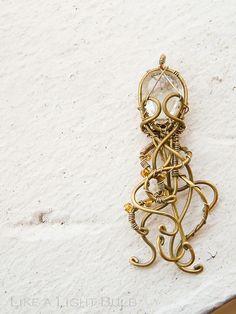 Cthulhu Pendant via Like a Light Bulb - love the wire work
