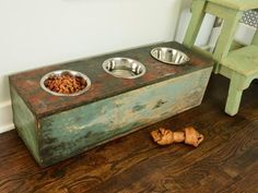 Transform old crates, boxes, stools or other wooden materials into a feeding station for Fido. Use a jigsaw to cut holes the size of your pet's bowls. Get step-by-step instructions for building this pet feeding station. Food Dog, Dog Food Recipes, Cat Food, Dog Feeding Station, Pet Station, Homework Station, Old Wooden Crates, Food Stations, Dog Feeder