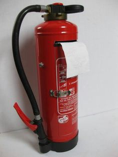 Feuerlöscher umgebaut zum Toilettenrollenhalter