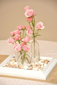 Pretty centrepiece making use of old frame