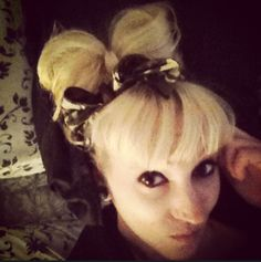 Undercut hairstyles, hairbow, DIY hairstyles for half shaved heads for women, lady gaga bow made of hair.