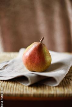 Pear by Rosa Rutigliano on 500px