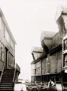 Zachariasbryggen anno 1889. En Hop mellom sjøboder... 12th Century, Capital City, Bergen, West Coast, Norway, Medieval, Survival, Boat, Mountains