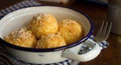 Light and fluffy quark dumplings- - Drop Noodles Recipe, Cream Cheese Kolache Recipe, Fun Cooking, Cooking Recipes, Sweet And Sour Cabbage, Eastern European Recipes, Sweet Dough, Czech Recipes, Hungarian Recipes