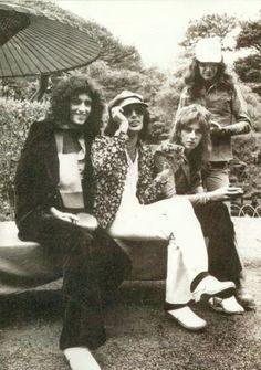 Now, I've seen both Roger and Freddie wear the jacket that Freddie is wearing! I wonder who it belonged to.
