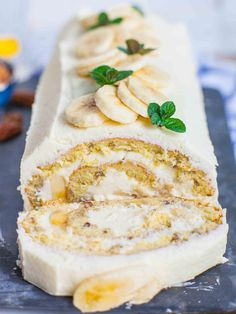 Easy and delicious bananas and cream cake! This banana cream roulade is made with banana sponge cake, cream cheese frosting and fresh bananas! Banana Sponge Cake, Banana Cream Cakes, Cake Roll Recipes, Frosting Recipes, Dessert Recipes, Cheesecake Recipes, Tatyana's Everyday Food, Cream Cheese Recipes, Food Cakes