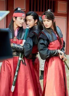 Hwarang Jidwi Seonu & Suho (makes me happy these guys :) Choi Min Ho, Park Hyung Sik, Asian Actors, Korean Actors, Korean Dramas, My Shy Boss, Jun Matsumoto, Go Ara, Hong Ki