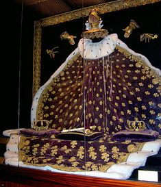 Extremely salty about ancient dead Kings — The Coronation Regalia of Charles X, on display at. Royal Crown Jewels, Royal Crowns, Luís Xiv, Empress Josephine, French Royalty, Princesa Kate, French History, Royal Dresses, Lesage
