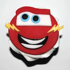 cars-lightning-mcqueen-cupcake.jpg (1948×1948)