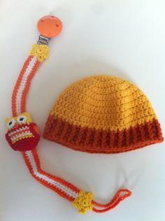 Babymutsje en speenketting: yodorien.blogspot.com