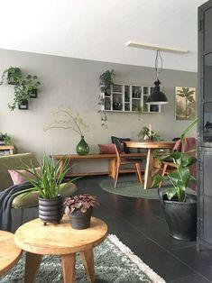 Look inside Elske - My Simply Special - living room / green sofa / wood / plants / urban / gray / black / interior / inspiration / design / - Living Room Green, Room Decor Bedroom, Interior Design Living Room, Home And Living, Living Room Designs, Living Room Decor, Small Living, Green Sofa, Wood Sofa