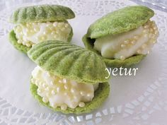 lovely yet ambiguous recipe for creme pat-filled shell-shaped biscuits made from pistachio pudding & ground peanuts (recipe translator) Peanut Recipes, Sweet Recipes, Cookie Recipes, Oyster Cookies, Cute Food, Good Food, Pistachio Pudding, Food Decoration, Turkish Recipes