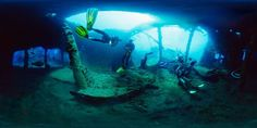 Diving the US Liberty wreck in Tulamben    http://thebesttourism.com/wp-content/uploads/2011/12/under-sea-tulamben5.jpg