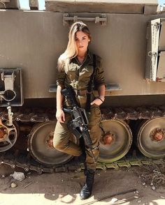 The World's Most Firearms: Israeli Female Soldiers Related posts:DIY Autumn: Make cute hairstyles out of leaves. Idf Women, Military Women, Military Female, Chicas Dpz, Mädchen In Uniform, Israeli Female Soldiers, Military Girl, Warrior Girl, Girls Uniforms