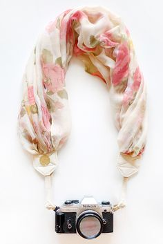 "This site ""Bloom Theory"" has the most BEAUTIFUL camera straps I have ever seen! This one is perfect for spring <3"