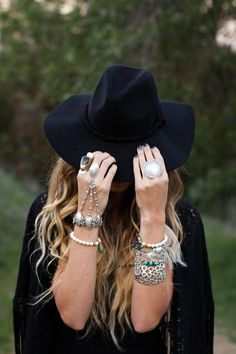 bohemian accessories, perfectly paired with black floppy hat Hippie Style, Bohemian Style, Boho Chic, Estilo Hippie, Bohemian Accessories, Bohemian Clothing, Hand Chain, Bohemian Gypsy, Color Negra