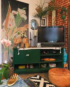 Living room home decor house decoration apartment small spaces exposed bric Eclectic Living Room, Living Room Tv, Small Living Rooms, Eclectic Decor, Apartment Living, Green Apartment, Apartment Guide, Small Bedrooms, Apartment Kitchen