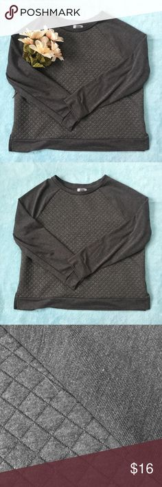 Old Navy Quilted Sweater Grey quilted sweater from Old Navy ✨ Old Navy Sweaters Crew & Scoop Necks