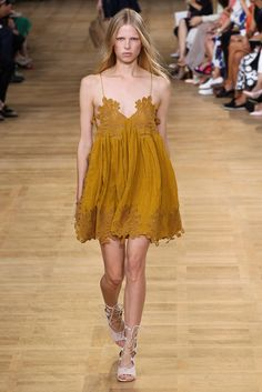 See the complete Chloé Spring 2015 Ready-to-Wear collection.