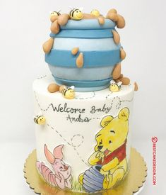 50 Winnie the Pooh Cake Design (Cake Idea) - October 2019 Baby Shower Decorations Neutral, Boy Baby Shower Themes, Baby Shower Fun, Baby Shower Cakes, Pooh Baby, Winnie The Pooh Cake, Winnie The Pooh Birthday, Cupcakes, Cupcake Cakes