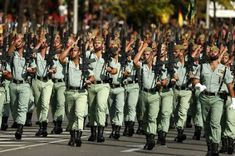 The Spanish Legion declares war on obesity – fettleibigkeit Real Men Real Style, Real Man, Police, Hot Guys, Boys, Soldiers, Spanish War, Sailors, Spain