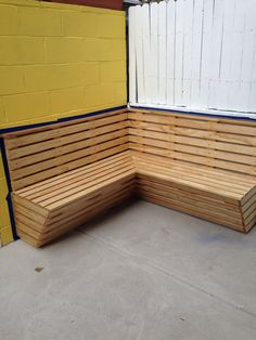 Outdoor Bench. Custom Corner Bench With Compound Miter Design.