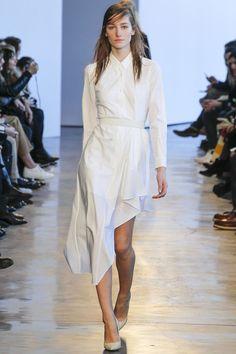 http://www.vogue.de/fashion-shows/kollektionen/herbst-2014/new-york/theory/runway/00210h