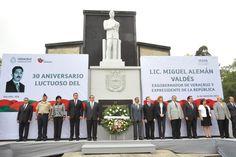 Acompañado por integrantes de su gabinete y ante distintos representantes de la sociedad, el gobernador Javier Duarte de Ochoa encabezó la ceremonia conmemorativa por el 30 aniversario luctuoso del ex presidente de México, Miguel Alemán Valdés.