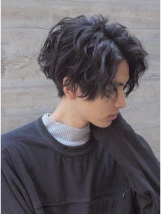 ideas for hair long curly styles pixie cuts Tomboy Haircut, Short Hair Tomboy, Androgynous Haircut, Short Grunge Hair, Tomboy Hairstyles, Short Wavy Hair, Cool Hairstyles, Long Curly, Permed Hairstyles