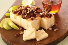 This Cheddar already tastes extra sharp. Now make it look that way in just 10 minutes with honey, walnuts and dates.
