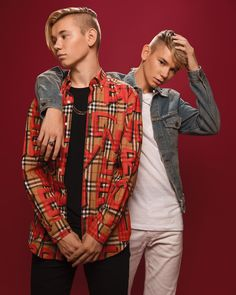 Marcus & Martinus photoshoot for Invited Boy Celebrities, Celebs, Marcus Y Martinus, Cute White Boys, Twin Boys, Twin Brothers, Scarf Shirt, Perfect Boy, Dress Shirts For Women