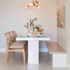 Cozy Round Small Dining Room Decor Ideas for Small Space - Home Style Home Decor Kitchen, Kitchen Interior, Home Interior Design, Stylish Interior, Interior Plants, Dining Nook, Dining Room Design, Small Dining Area, Corner Dining Table