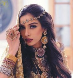 Best bridal hairstyles 2018 : Wedding is one such occasion where not only the bride but every girl wants to look gorgeous and beautiful. Look Boho, Exotic Beauties, Gypsy Style, Bohemian Style, Bohemian Gypsy, Hippie Style, Indian Bridal, Pakistani Bridal, Bride Indian