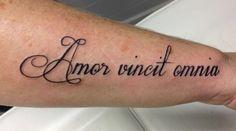 Amor vincit omnia arm