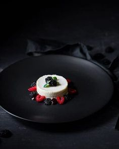 Vanilla & Marsala Parfait, Blackberry Puree & Berries – Temptation For Food – Famous Last Words Marsala, Parsnip Puree, Potato Puree, Impressive Desserts, Delicious Desserts, Creamed Rice, Michelin Star Food, Beef Fillet, Roasted Fennel