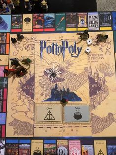 do-it-yourselfer has put together a guide on how to build your very own Harry Potter-themed version of Monopoly. There is Harry Potter Clue, and there ar. Harry Potter Monopoly, Deco Harry Potter, Harry Potter Games, Theme Harry Potter, Harry Potter Birthday, Harry Potter World, Harry Potter Hogwarts, Harry Potter Accesorios, Toys