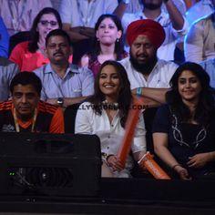 Sonakshi Sinha watching Pro Kabaddi League season 4