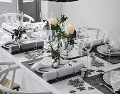 46 + Classy Christmas Table Decorations Ideas - Home By X Christmas Dining Table, Christmas Table Centerpieces, Christmas Room, Christmas Table Settings, Classy Christmas Decorations, Elegant Christmas, Xmas, Decoration Table, Christmas Inspiration