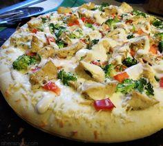 Quick Chicken Alfredo Pizza  Pizza dough- afredo sauce- chicken- cheese- veggies- garlic etc...