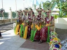 http://www.azamku.com/wp-content/uploads/2011/12/Tari-Zapin-Tembung-Kalimantan-Barat2.jpg