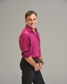 Oscar Magrini interpreta delegado gay que é 'mal dotado' na peça '5 Homens e um Segredo' (Foto: Páprica Fotografia)