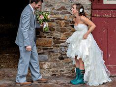 Wedding Receptions: A Traditional Wedding Reception Timeline Wedding Tips For Vendors, Wedding Reception Timeline, Wedding Costs, Wedding Coordinator, Budget Wedding, Wedding Events, Destination Wedding, Wedding Table, Weddings