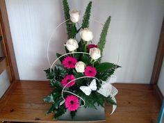 A sua Florista em Rio de Mouro.  Vestimos as suas flores com elegância e modernidade atendendo sempre ás novas tendências. Mouro, Floral Arrangements, Wreaths, Plants, Decor, Valentines Day Weddings, New Trends, Log Projects, Cemetery