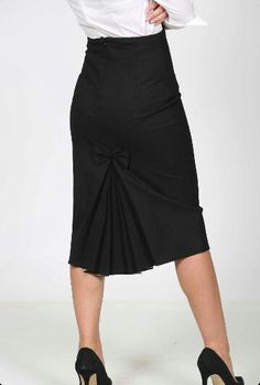 Loving this gorgeous skirt♥