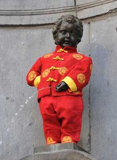 Mannekin Pis, Brussels Manneken Pis, Brussels Belgium, World Images, Google Images, Lady In Red, Beautiful Places, Photography, Bronze, Photos