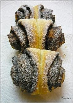 Limara péksége: Kakaós és diós kelt pillangók Hungarian Recipes, Hungarian Food, Sugar And Spice, Creative Cakes, Pineapple, Bakery, Muffin, Spices, Sweets