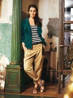 Love the look and colors! Pleated Pants+Corduroy Blazer.