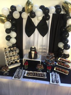 Throwing a party for a teenager can be difficult, but we can help. Read our article to find birthday party ideas for teens - DIY decor, themes and games. Birthday Party For Teens, 60th Birthday Party, 1st Boy Birthday, Birthday Ideas, Gold Party Decorations, Birthday Party Decorations, Black Tie Party, James Bond Party, Diy For Teens