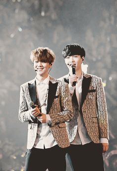 EXO Luhan and Lay LOVELOVE in the Lost Planet Concert #yixing