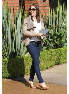 JENNIFER GARNER  LOOK DE STAR GLAMOUR  L'actrice et femme de Ben Affleck, est toujours ravissante grâce à son style casual mais chic !